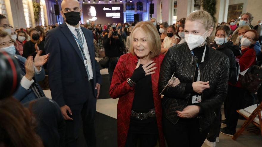 """Steinem, en La Vega y al ritmo de Aretha Franklin: """"Estoy viviendo la vida que mi madre no pudo vivir"""""""