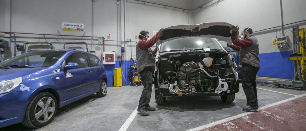 El 90% de los talleres de coches cierra por la parálisis de la movilidad y la falta de suministros durante la crisis del coronavirus