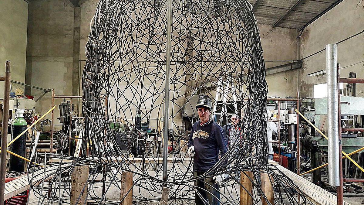 Drei Tonnen Eisen verarbeitet Guillem Crespí aus Santa Margalida in seinem Teufelskopf