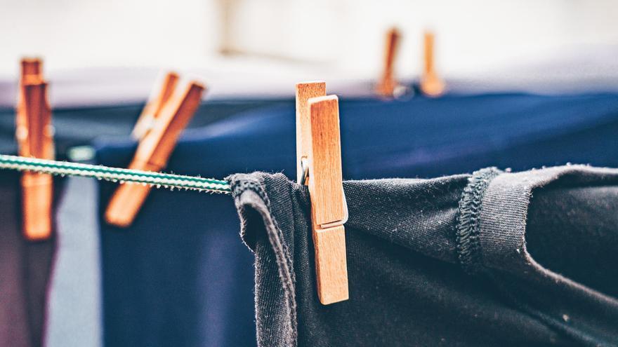 Diez trucos para reparar y quitar manchas de tu ropa y para dejarla como nueva