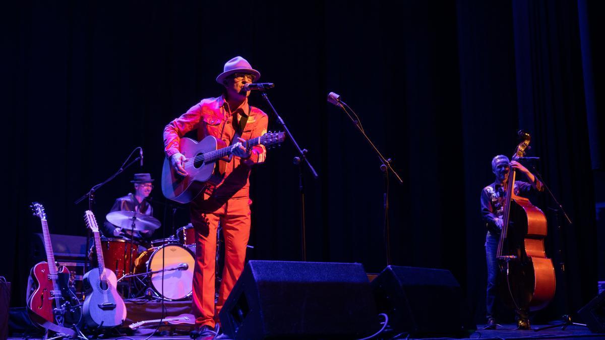 Víctor Coyote, en el concierto que ofreció el sábado en Huesca en el marco del Festival Periferias.