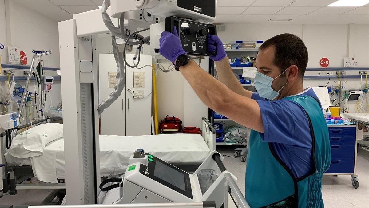 Equipos de rayos X portátiles donados por Endesa al Hospital Regional.