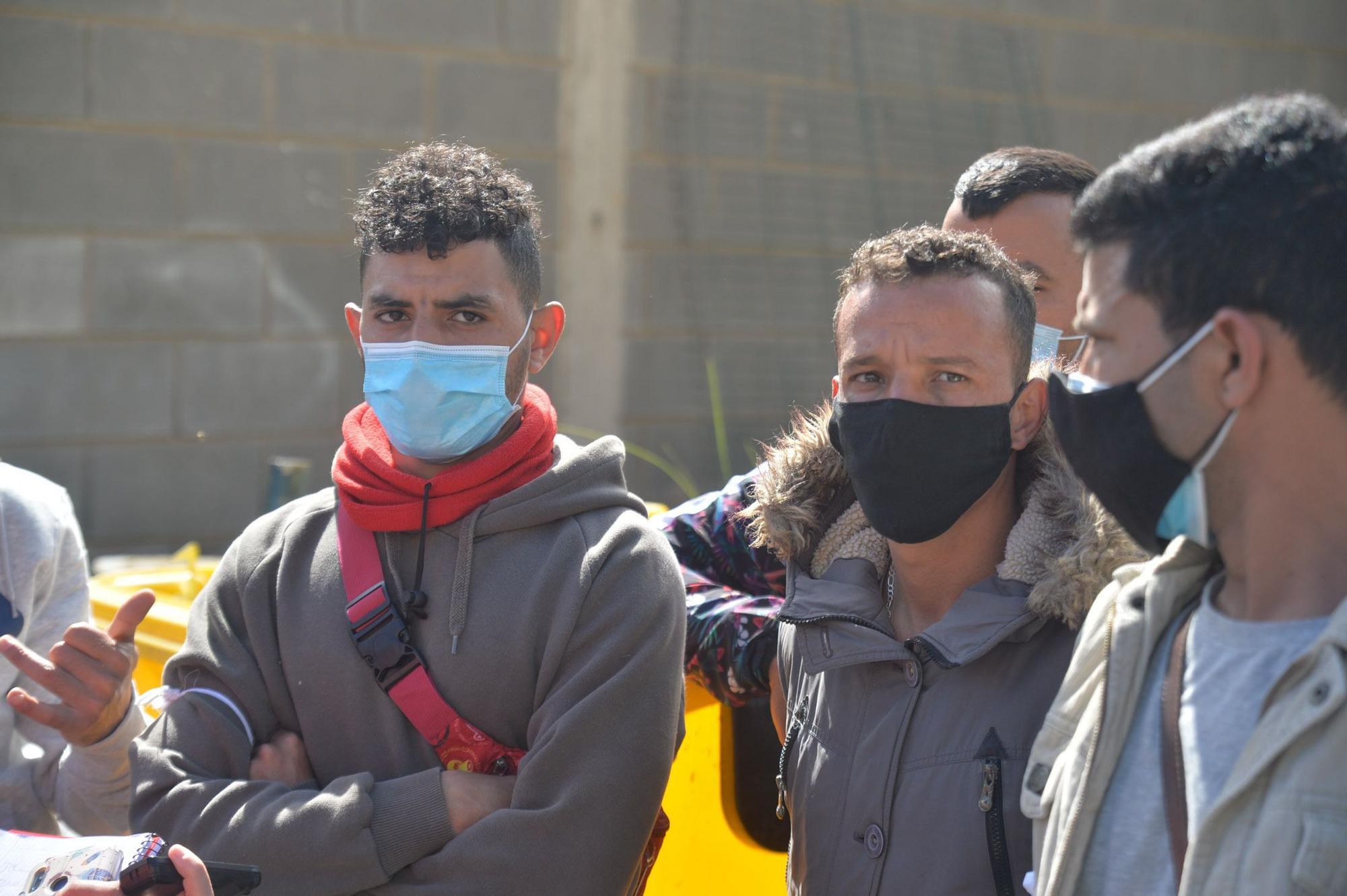 Protesta de los migrantes del Colegio León para que los dejen marcharse de Canarias
