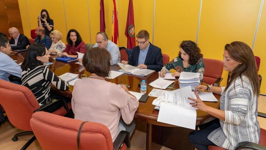 El Gobierno de Cartagena reduce el impuesto a herencias y a 'vehículos verdes'