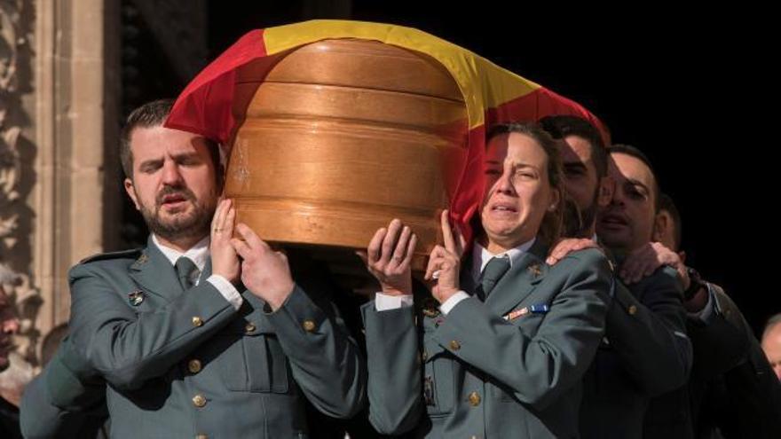 Dolor y emoción en el funeral por los guardias civiles asesinados en Teruel