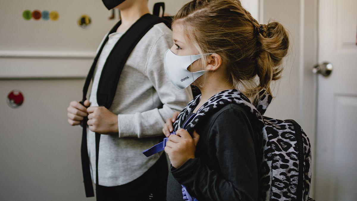 Niños estrenando curso.