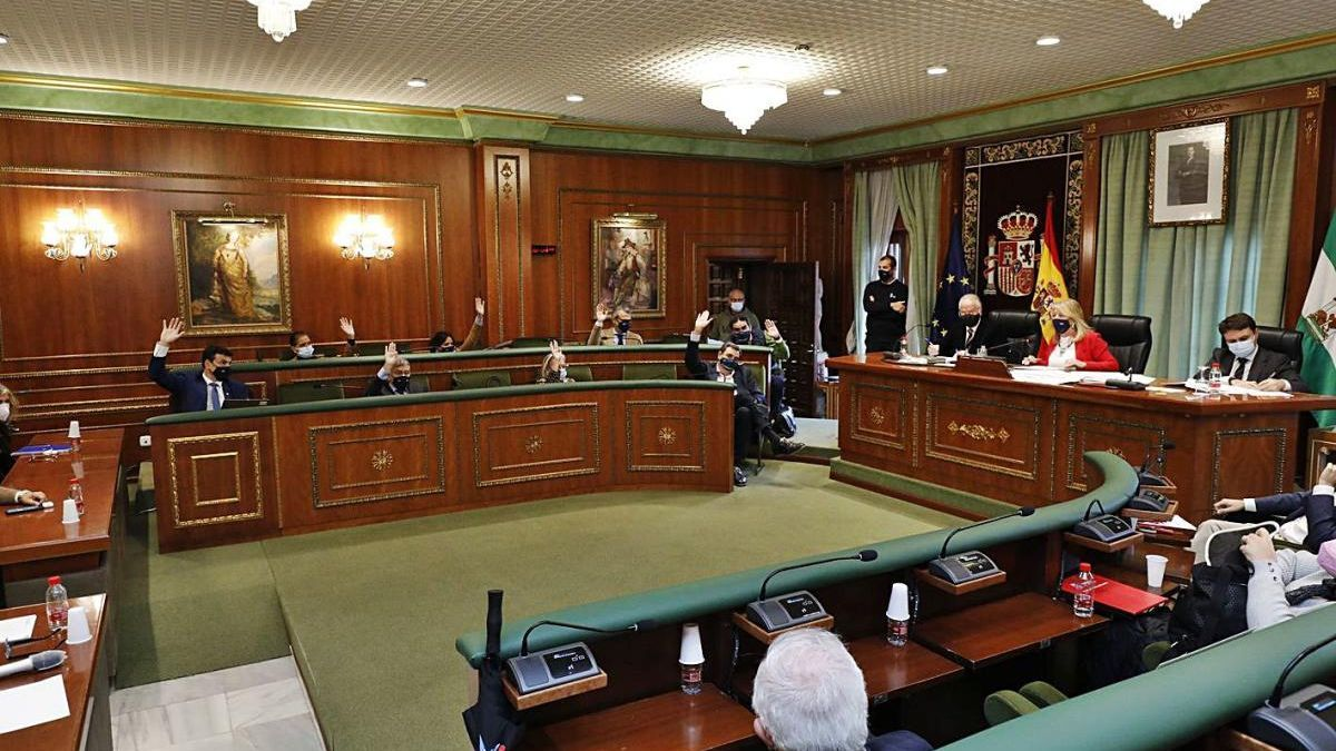 La Corporación municipal, en el debate sobre la aprobación inicial del presupuesto.