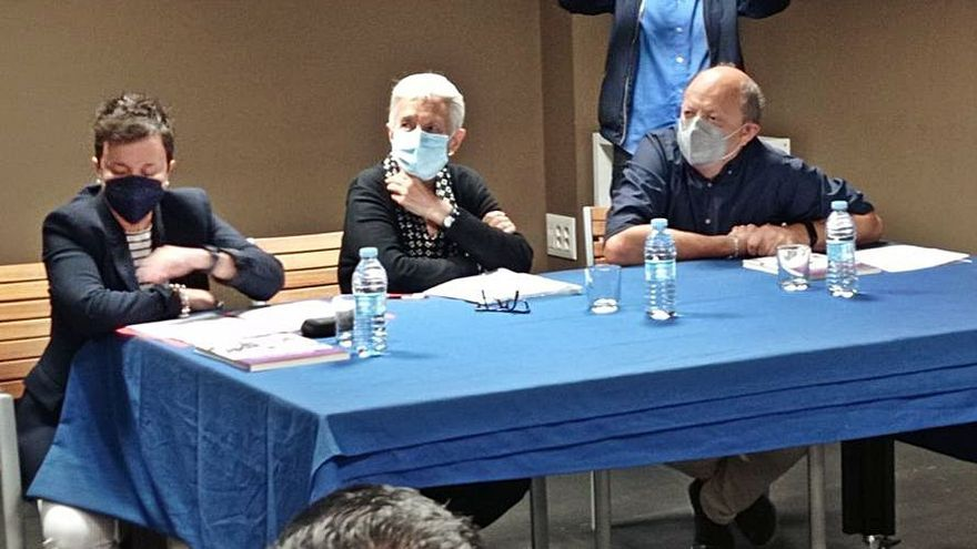 "Carmen Suárez presentó sus ""Páginas Feministas"" en Langreo"