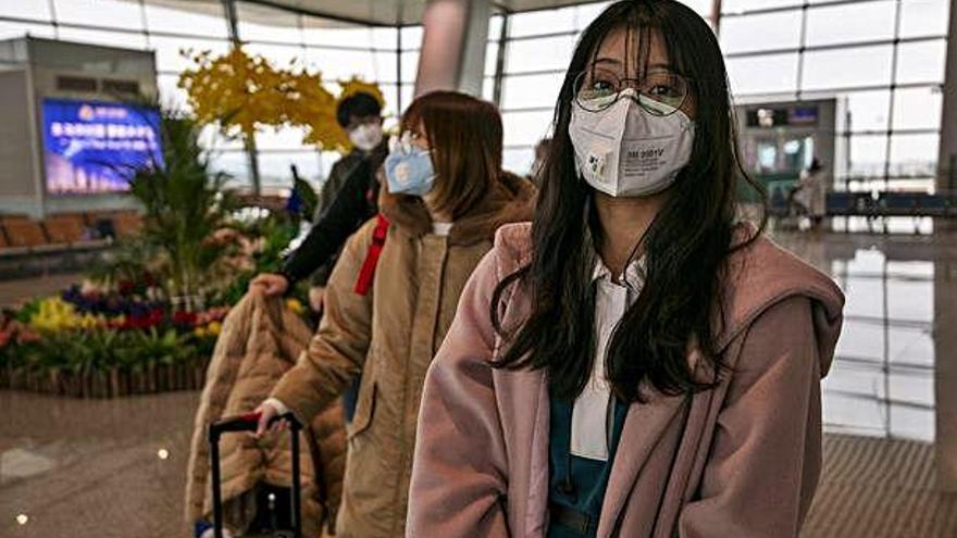 Cinc casos de coronavirus a França el dia que la xifra de morts arriba a 723