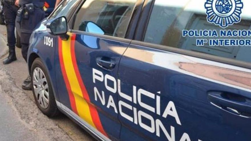 Dos agentes de la Policía salvan la vida a un bebé en Palencia tras sufrir una parada