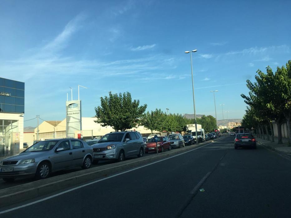 El acceso a Elda por la avenida del Mediterráneo se ha colapsado también a consecuencia del accidente.