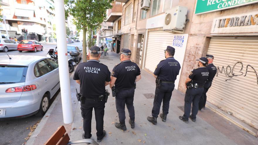 La Policía de Elche desmonta una minifiesta en un hotel y otra en una nave de La Galia