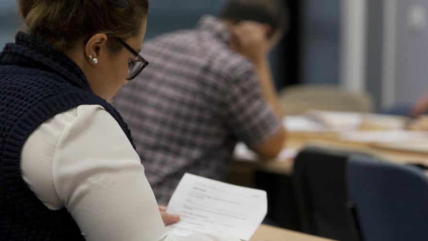 Elche impulsa un plan de alfabetización con talleres para mayores e inmigrantes