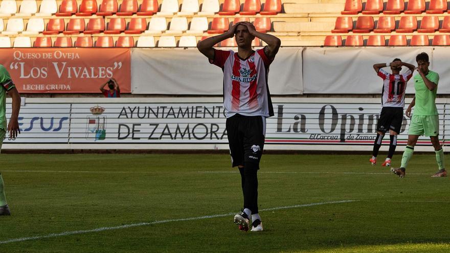 El Zamora CF mereció más en su debut ante el Athletic B