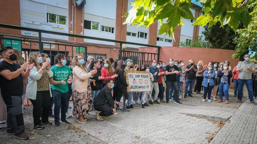 El IES San Roque de Badajoz se manifiesta por falta de personal no docente