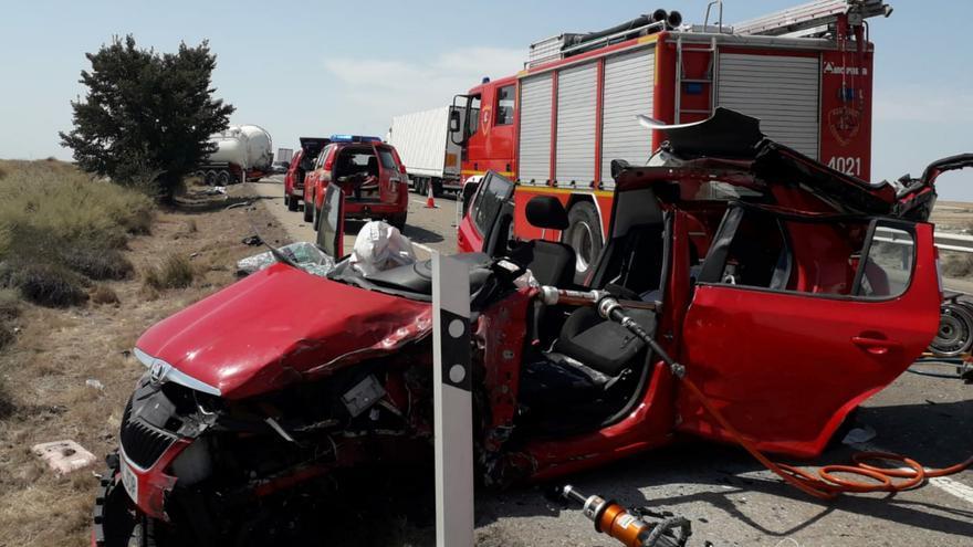 Herido grave el conductor de un turismo tras colisionar con un camión en La Almolda