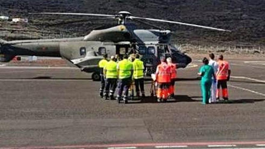 Rescaten una pastera amb 20 immigrants, dos d'ells morts, a El Hierro