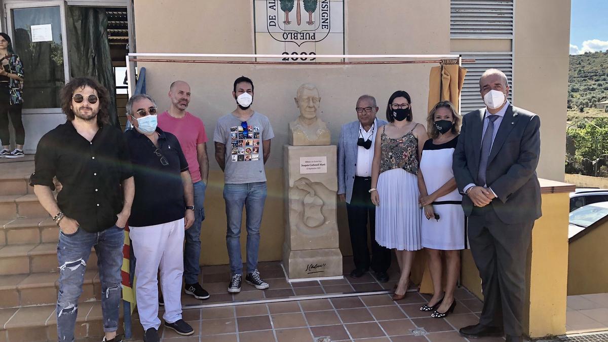 Durante el homenaje se ha descubierto un busto realizado por el escultor José Miguel Abril.