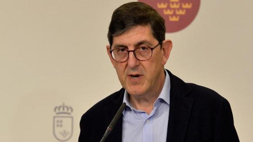 El consejero de Salud de Murcia y otros altos cargos se vacunan