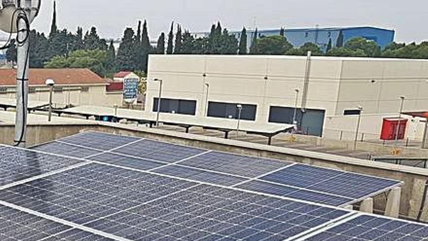 La comarca instala placas fotovoltaicas en su sede
