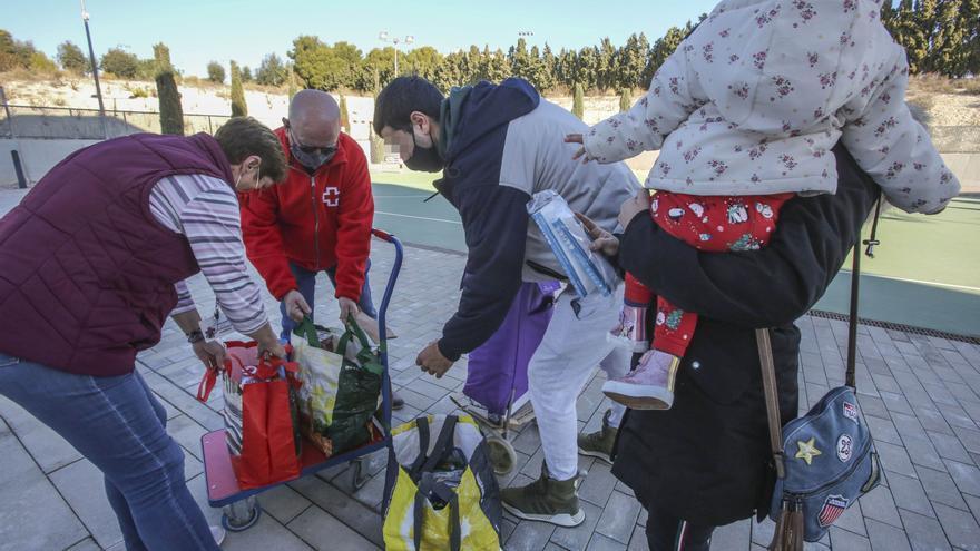 Cruz Roja refuerza su ayuda a personas afectadas por la pandemia en la provincia con 139.000 euros donados por UNESPA
