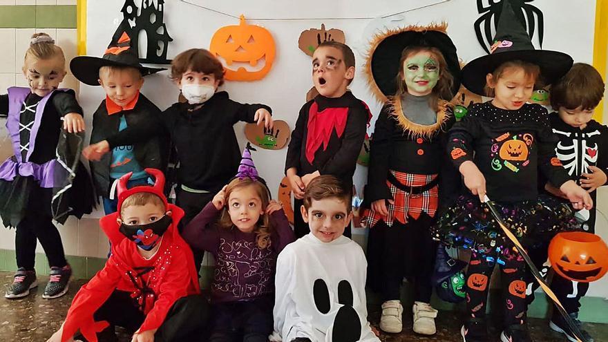 Halloween llenó de disfraces los colegios de Les Valls