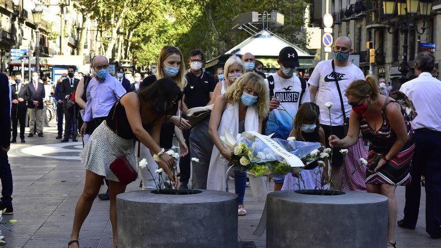 Barcelona homenajea a las víctimas de atentado del 17A