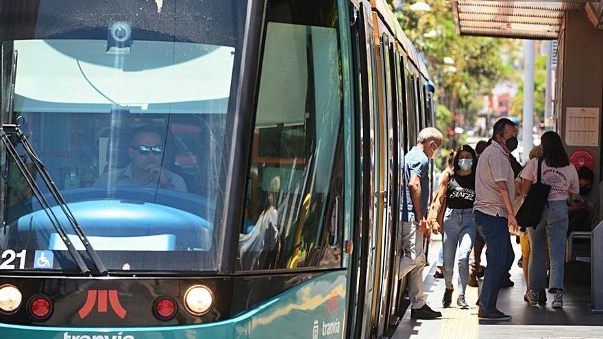El tranvía activa el horario de invierno y aumenta su frecuencia desde el día 6