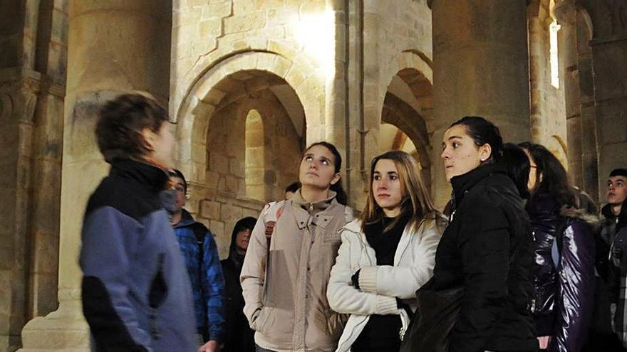 Más de 780 gallegos visitan el monasterio de Carboeiro durante la Semana Santa