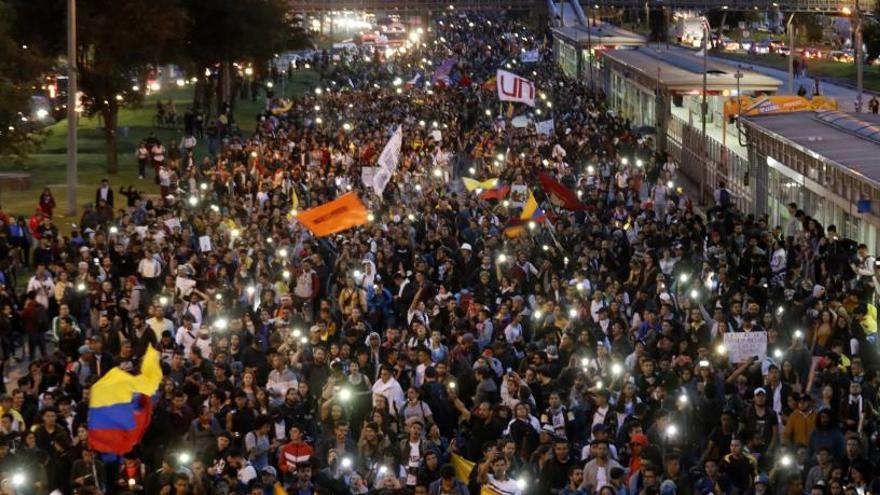 Miles de colombianos salen a la calle a pesar del diálogo propuesto por Duque