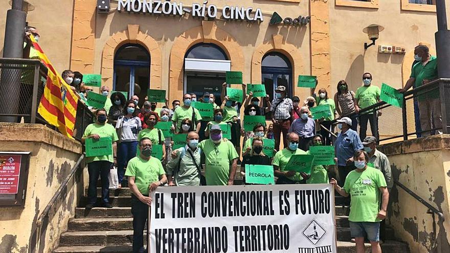 Monzón y Teruel califican de despropósito el pacto del tren