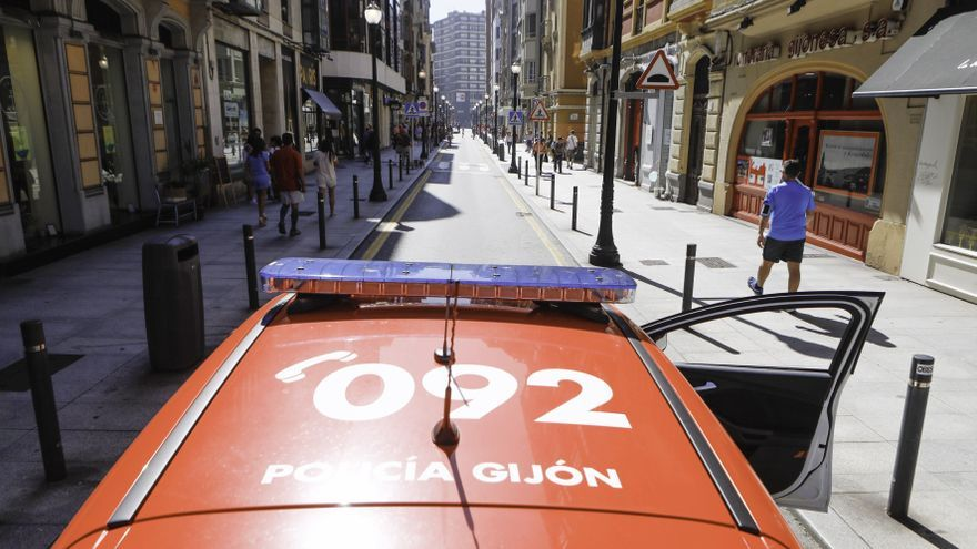 Detenido un motorista por falsedad documental en Gijón