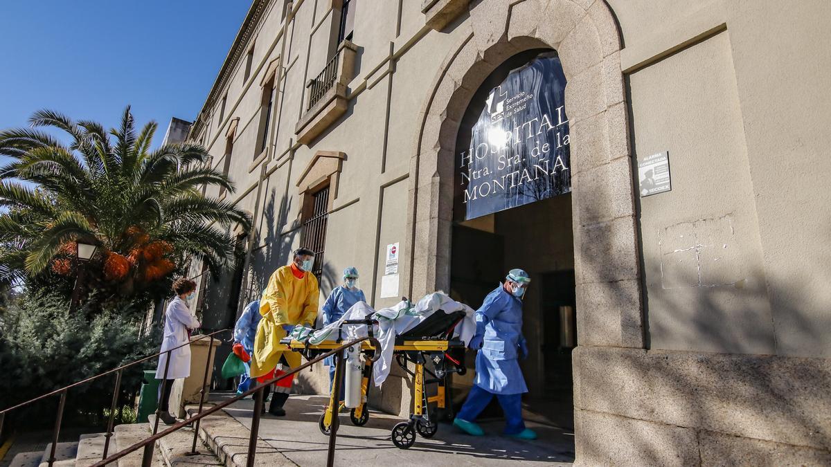 Los últimos pacientes que se trasladaron al Virgen de la Montaña durante el mes de enero.