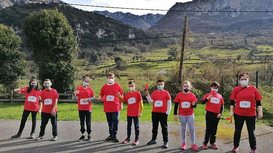Los escolares de Proaza corren por la cura de la leucemia infantil