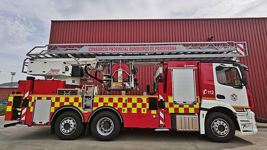 Los bomberos de Porriño cuentan con un nuevo camión de extinción en altura