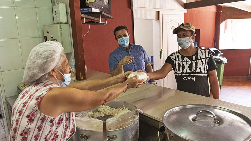 La crisis eleva la llegada de familias necesitadas a los comedores sociales