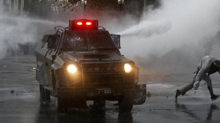 Ratifican la prisión preventiva para el policía chileno que cegó a un joven