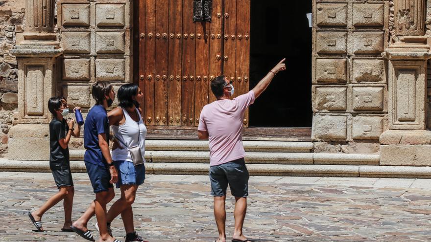 El número de turistas de Cáceres se multiplica por cuatro en solo un mes