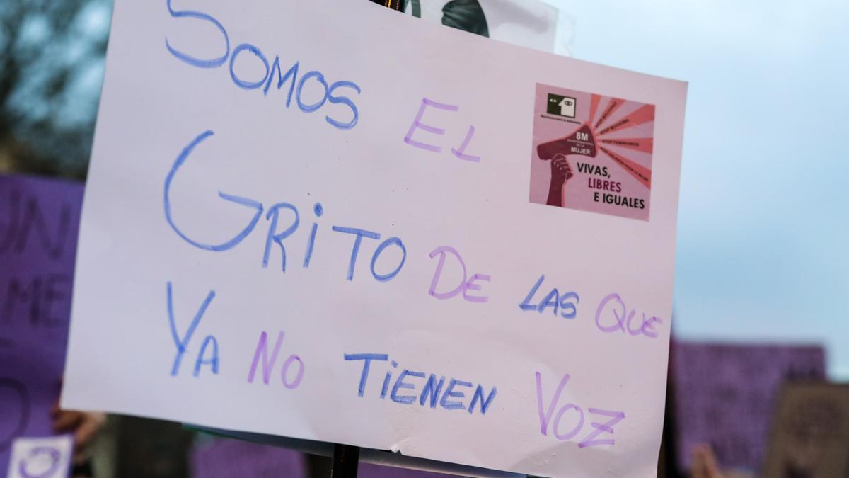 Cartel contra la violencia machista durante el 8M.