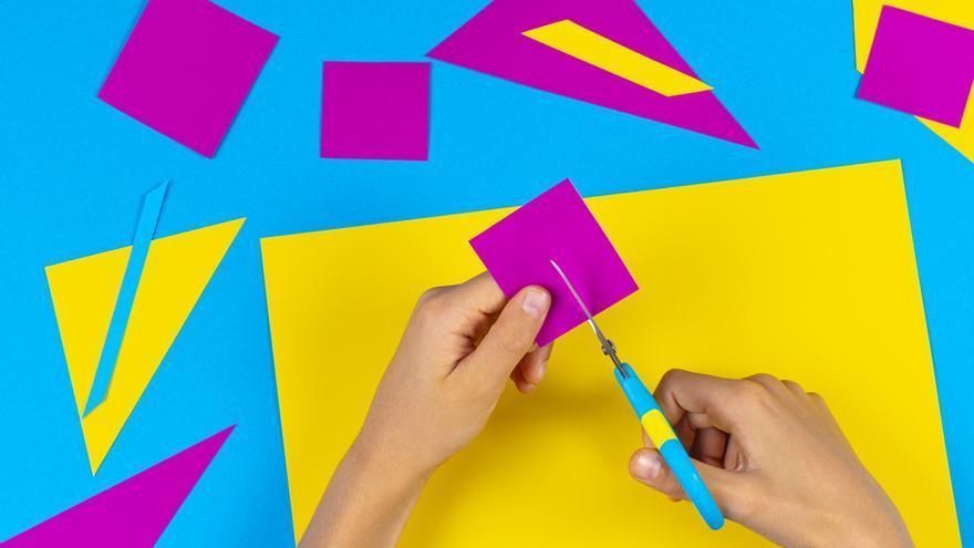 Com ensenyar a retallar amb les tisores als més petits