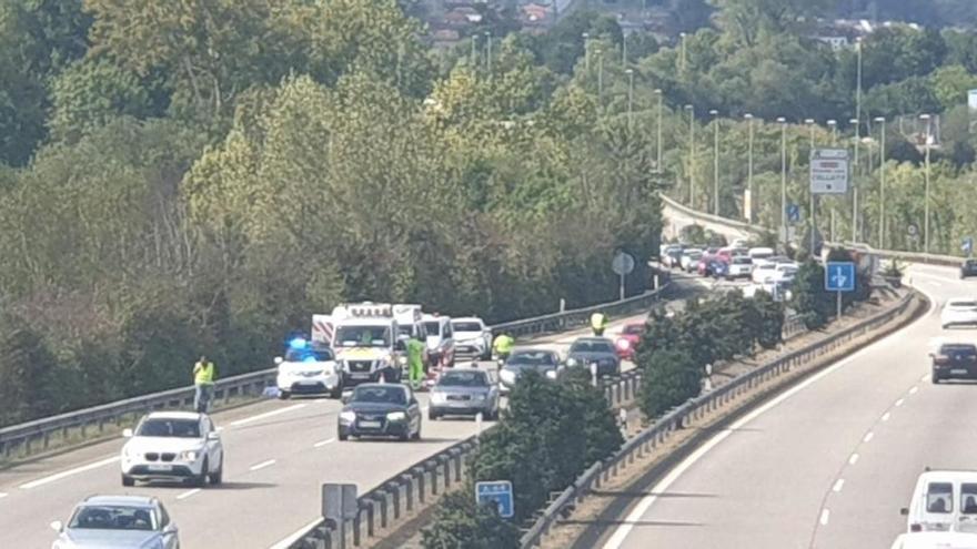 Muere una mujer al tirarse en marcha de una ambulancia en Asturias
