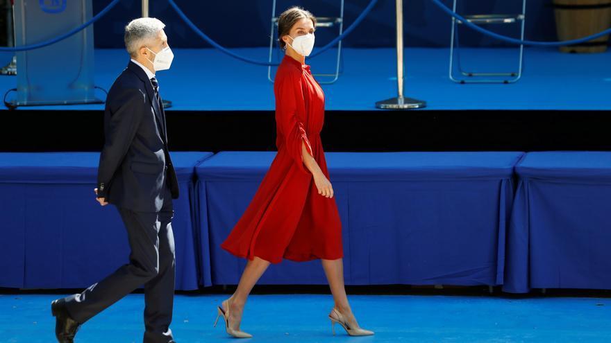 La reina Letizia reedita su idilio rojo