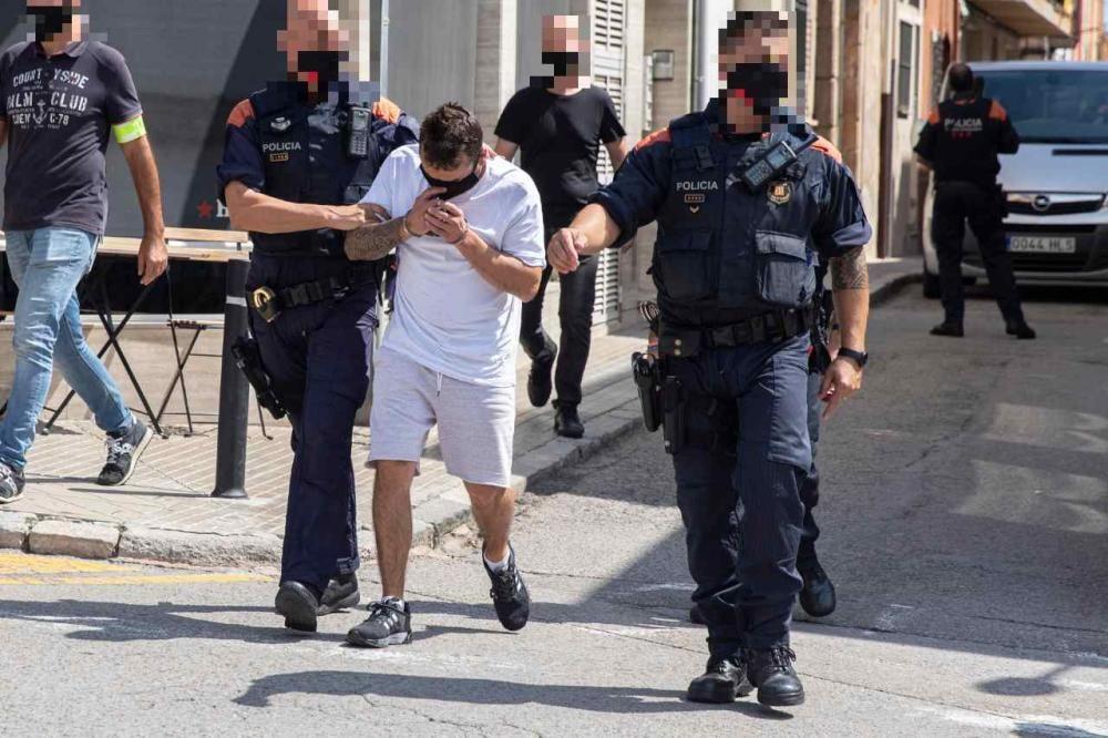 Cinc detinguts, tres d''ells Mossos d''Esquadra, per una trama de tràfic de drogues a Santa Coloma de Farners