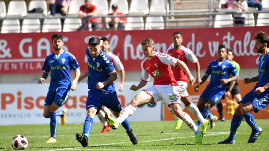 El Marbella FC saca un punto de su visita al Real Murcia