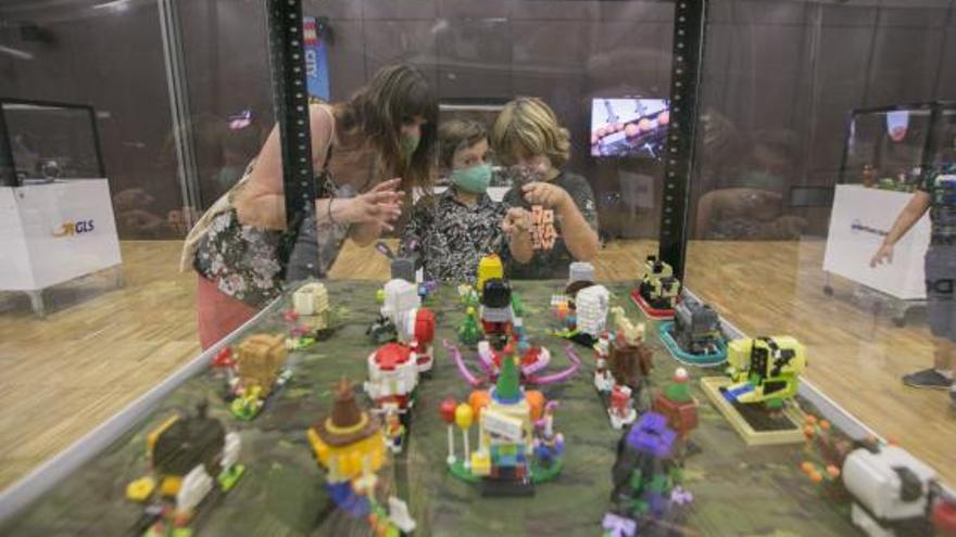 La exposición de Lego del Espai Baladre atrae a cientos de visitantes