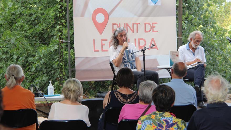 Gerard Quintana atrau vora un centenar de lectors a Agullana