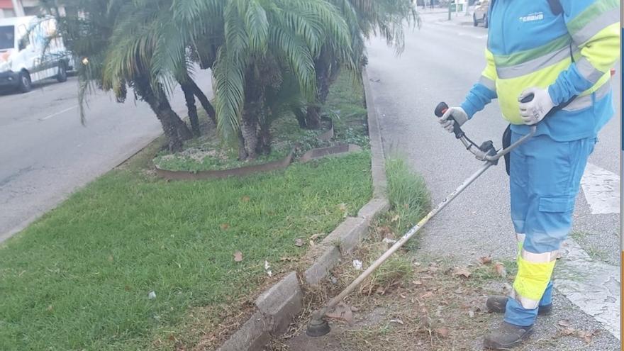 Eliminadas las hierbas en 200 kilómetros de calles de 30 barriadas