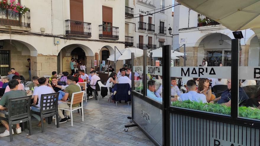 """""""No aguantamos más. La plaza Mayor es una fiesta brutal de borracheras y peleas"""", dicen vecinos y comerciantes"""