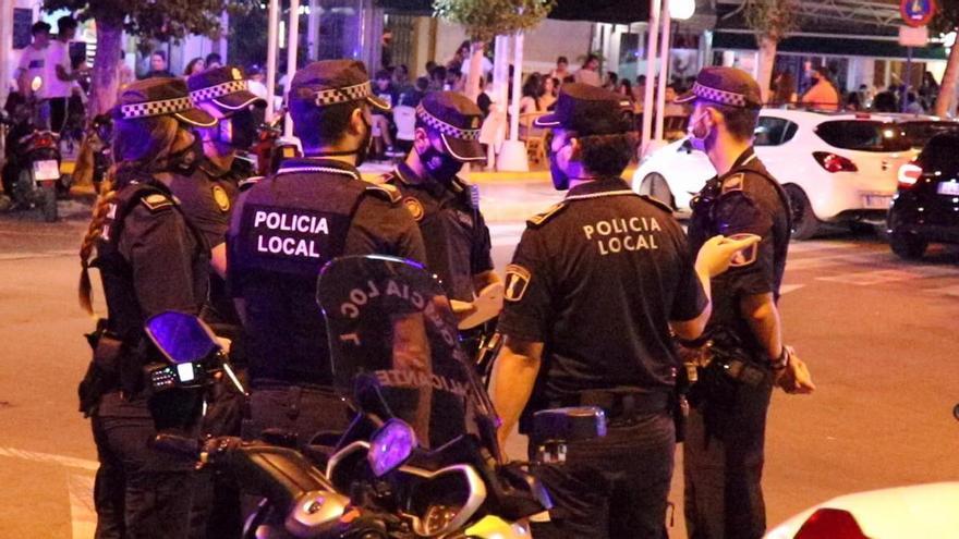 Botellones, mascarillas y fiestas en domicilios protagonizan la noche en Alicante
