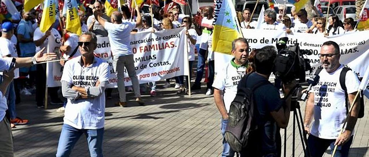 Imagen de una de las concentraciones de los trabajadores del Oliva Beach celebrada en la capital grancanaria.